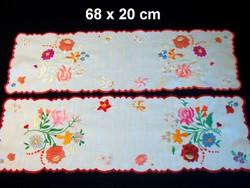 2 db Kalocsai virág mintával kézzel hímzett terítő, futó