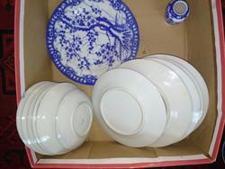 Japán vagy kínai kék-fehér porcelánok, tányér váza, blue and white porcelain plates