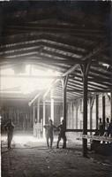 Csoportkép, katonák, épület belső fotó