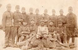 Csoportkép katona, szép éles kép