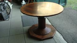 Originál bieder különleges körasztal.