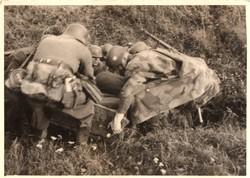 Katona csoportkép, német, álcaruha, sátorponyva, felszerelés, 10x7 cm