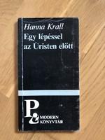 Hanna Krall - Egy lépéssel az Úristen előtt