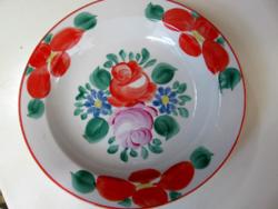Rózsás kézzel festett fali leveses tányér