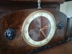 Felújított egyedi negyedütős kandalló óra