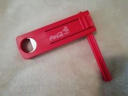 Coca-Cola szurkolói kereplő, üvegnyitóval