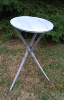 Antik faragott három lábú kis asztal, posztamens vagy virágtartó, felújítva, shabby chic , vintage