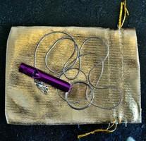 Túlélési jelző síp, 48 cm hosszú ajándék 925 ezüst jelzésű nyaklánc, életmentő lehet! (Lila színű)