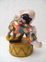 Harlekin, bohóc figura, kis szobor  (Vivian C. 96)