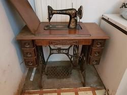 Singer varrógép asztallal