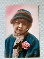 Régi fotó képeslap kislány rózsával francia vintage levelezőlap