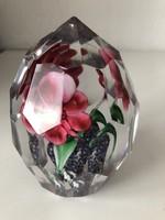 Gigantikus fazettált rózsás üveg levélnehezék