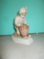 Zsolnay porcelán rőzseszedő fiú figura