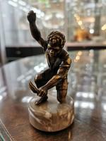 Bécsi bronz - fekete kis fiú késsel - M538
