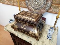 Gyönyörű, XIX. századi nagy ékszertartó, pénzesláda, irattartó széf láda
