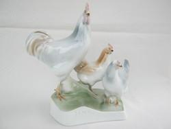 Zsolnay porcelán baromfiudvar baromfi kakas és tyúkok