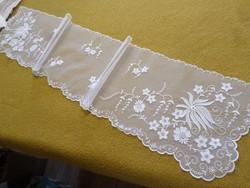 Hímzett hófehér tüll függöny/polcterítő
