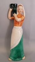 Bodrogkeresztúri kerámia korsós lány figura