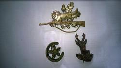 Vintage vadász kitűzők róka puskával stb.