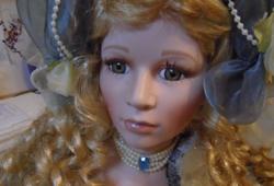 Óriási élethű kézi festésű régi gyűjtői porcelán baba szép állapotban jelzett 80 cm