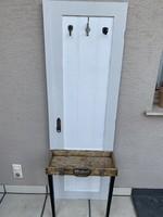 Régi ajtó, szekrény ajtó előszoba fal, fogas