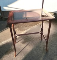 Thonet,Thonett asztal,lerakó,virágtartó,posztamens,laptop,notebook,szalonasztal