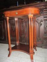 Szecessziós vese alakú intarziás asztalka