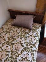 Kolonial ágy 2db + éjjeliszekrények