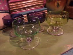 4 db színes , üveg likőrös pohárka , sérülésmentes állapotban , egyben .