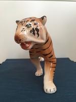 Gránit tigris, apró hibával