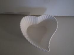 Porcelán - SZÍV ALAKÚ - SÜTIFORMA - 8 x 4 cm - NÉMET -  HIBÁTLAN