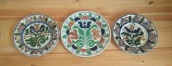 3 db népi, fali tányér (Korond, Balázs Ferenc) egyben eladó