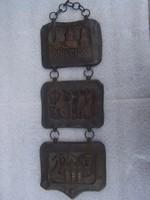 Fali plakett  Három összefűzöttrészből álló , történelmi jeleneteket ábrázoló dekoratív falidísz. Br