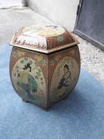 Óriási méretű régi teásdoboz. Kínai figurákkal