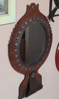 Retro iparművészeti hibátlan bőrkeretes kerek falitükör alján fésű tartóval