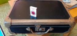 Dédi hagyatékából - egy egészen rejtélyes kisbőrönd, koronás magyar címerrel....no és a felirat!