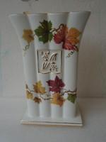 Nagyobb méretű  Antik formatervezett szőlő motívummal  kardos Meisseni porcelán váza