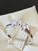 Ragyogó, kecses ezüst gyűrű cirkónia kövekkel