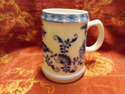 Porcelán korsó