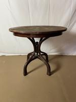 Thonet table
