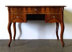 1F527 Régi kisméretű női neobarokk íróasztal 65 x 110 cm