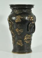 Bronz kínai váza a 18. századból sárkány mintákkal