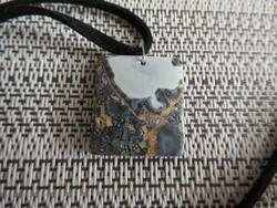Természetes, breccsás tájkép Jáspis medál ékszer nyaklánc nikkelmentes szerelékkel bőr szálon.