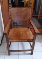 Fából készült trónus szék