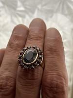 Eladó egy arany 8 karátos gyűrű középen hatalmas gránátkővel 1 Forintról!!!