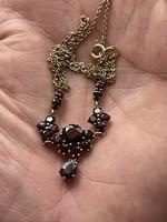 Eladó egy arany 8 karátos, gránát kövekkel ékesített gyönyörű Collier nyaklánc 1 Forintról!!!