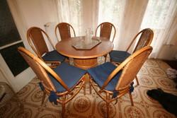 Rattan étkező asztal 6 db székkel