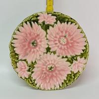 """Virágmintás """"Schütz Cilli"""" majolika kistányér (1860)"""