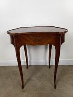 Intarziás francia barokk kisasztal