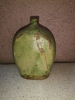 Butella, 15 cm magas, zöld mázzal